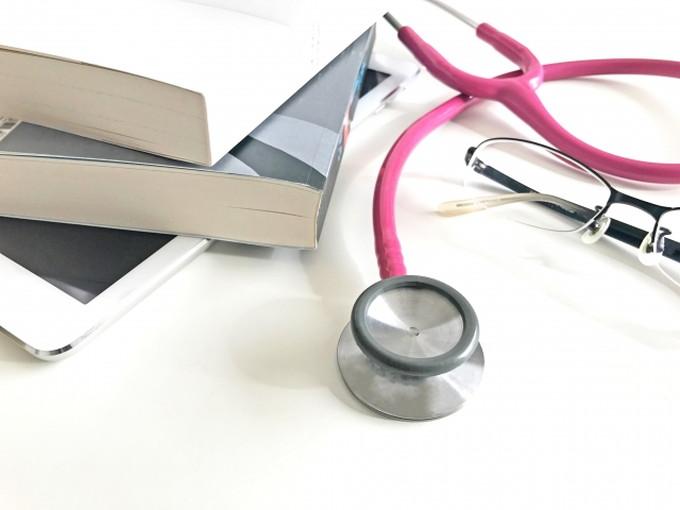 教科書とか聴診器のイメージ